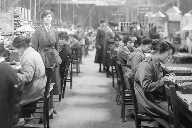 women worehouse working