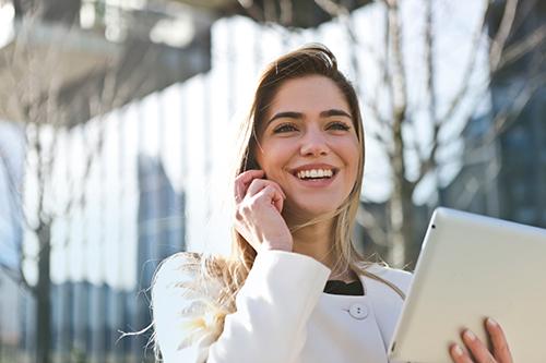 Woman using Sirenum University on a mobile device